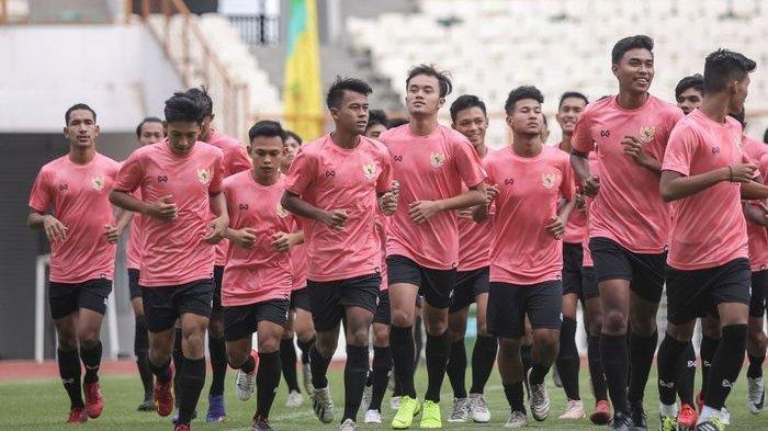 Para pemain mengikuti pemusatan latihan timnas U-19 Indonesia di Stadion Wibawa Mukti, Bekasi, pada 13 Januari 2020.