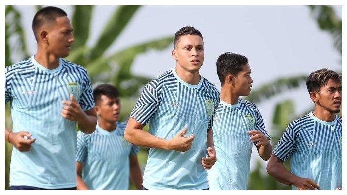 Para pemain Persela Lamongan mengikuti latihan jelang Liga 1 2020