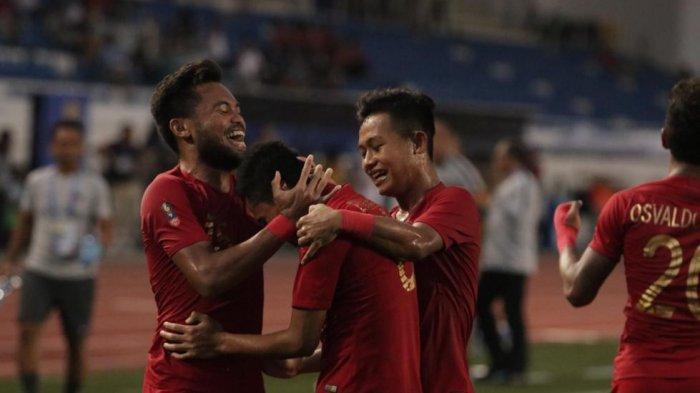 Para Pemain Timnas Indonesia U-23 merayakan gol Evan Dimas (Kompas.com)