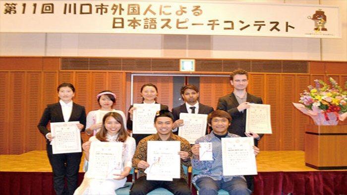 Para pemenang Lomba Pidato Bahasa Jepang ke-11