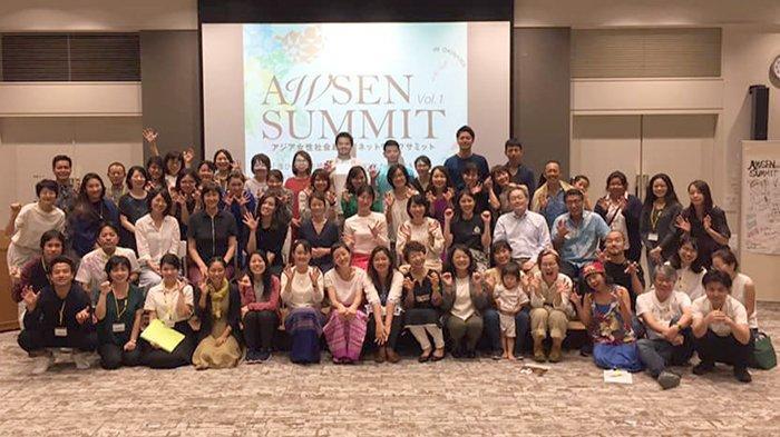 Para peserta KTT AWSEN di Naha berfoto bersama usai pertemuan, Minggu (13/10/2019).