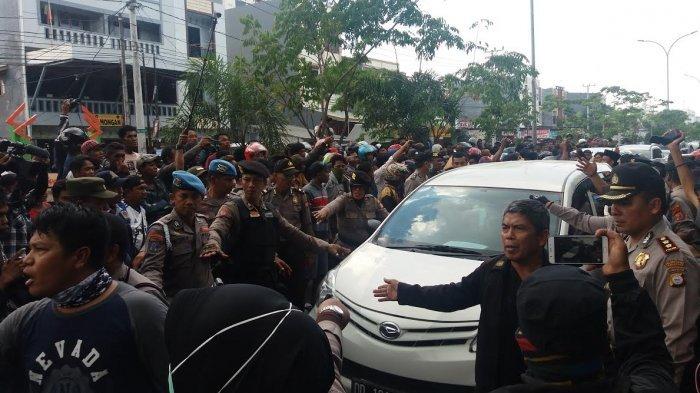 Ratusan Sopir Angkutan Demo Taksi Online di Makassar, Sempat Ricuh