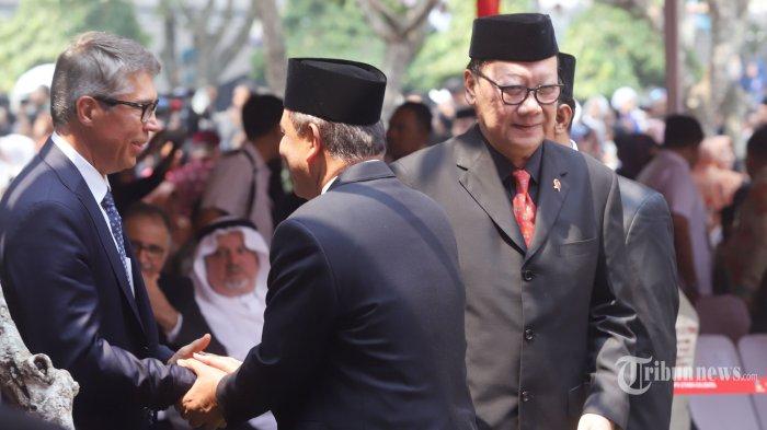Menteri Dalam Negeri Tjahjo Kumolo saat menghadiri pemakaman  Presiden RI ke 3 BJ Habibie di Taman Makam Pahlawan, Kalibata, Jakarta Selatan, Kamis (12/9/2019). Pemakaman langsung dipimpin oleh Presiden RI Joko Widodo.