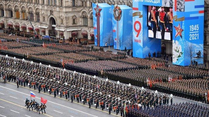 Rusia Rayakan Hari Kemenangan PD II Lewat Parade Militer Akbar Tradisional di Moskow