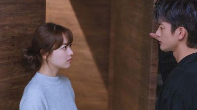 Park Bo Young dan Seo In Guk dalam drama Doom At Your Service.