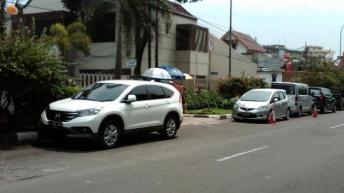 Catat, 3 Tempat Ini Wajib Dihindari Ketika Akan Parkir Mobil Saat Musim Hujan