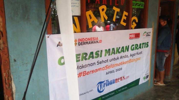 Partisipasi Warteg Aza di Jalan Cagak Rancabungur, Kecamatan Rancabungur, Kabupaten Bogor, di kegiatan Operasi Makan Gratis untuk pekerja harian yang digalang Aksi Cepat Tanggap (ACT) bersama Tribunnews.