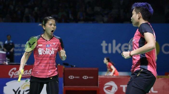 Pasangan ganda putri Indonesia, Greysia Polii/Apriyani Rahayu, bereaksi saat menjalani babak pertama Indonesia Open 2019 di Istora Senayan, Jakarta, Selasa (16/7/2019).