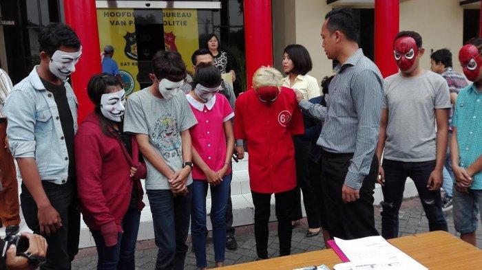 Grebek Homestay, Polrestabes Surabaya Temukan Tiga Pasangan Lagi Mesum