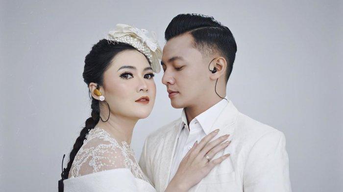 Sering disinggung soal momongan, akhirnya Dory Harsa ungkap kehamilan Nella Kharisma.