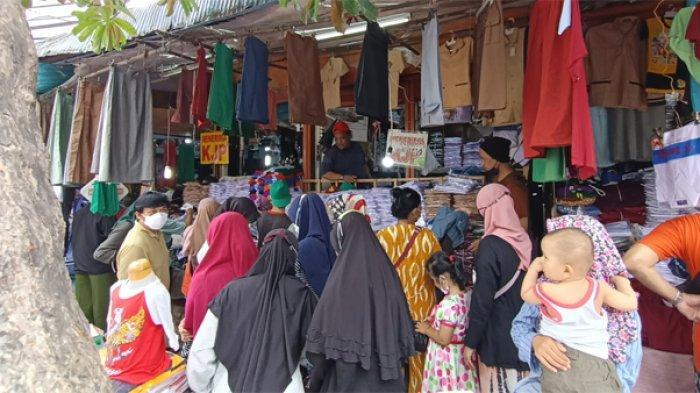 Besok PTM di Jakarta Dimulai, Pasar Jatinegara Ramai Pengunjung