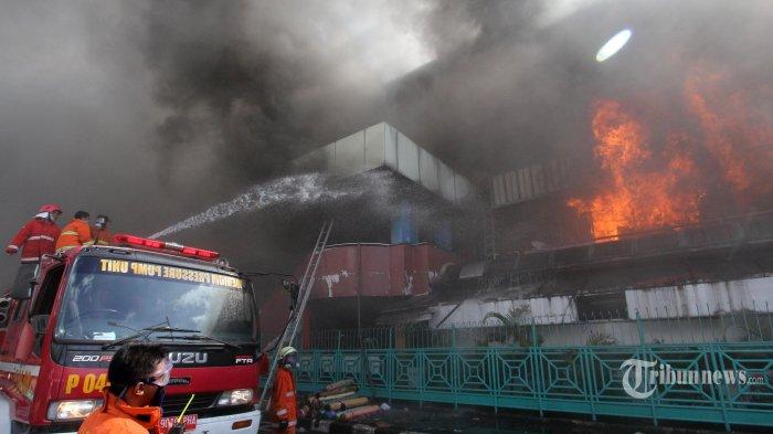 12 Jam Pasar Senen Dilalap Api, 1.012 Kios Hangus Terbakar