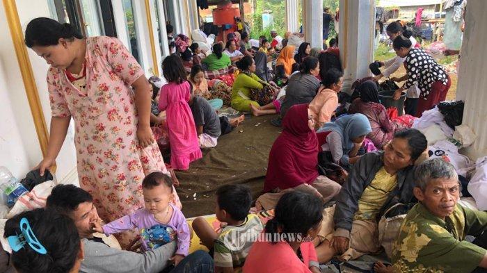 Pengungsi Korban Banjir dan Tanah Longsor.