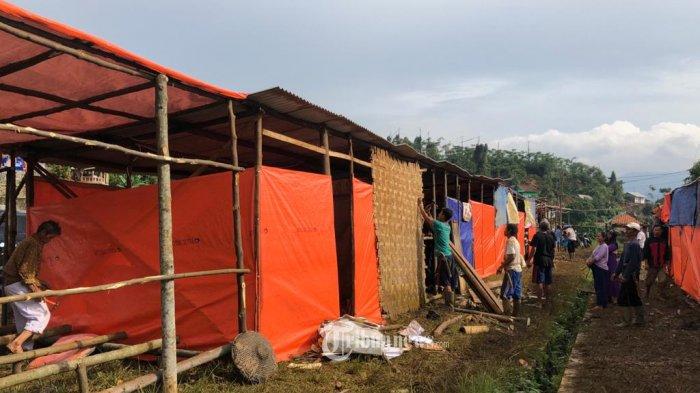Tenda Pengungsi Korban Banjir dan Tanah Longsor.