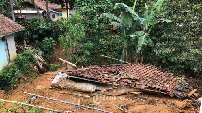 11 Kampung Hancur Diterjang Banjir dan Tanah Longsor.