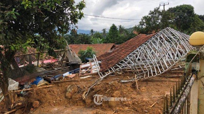 11 Kampung Hancur Diterjang Banjir dan Tanah Longsor