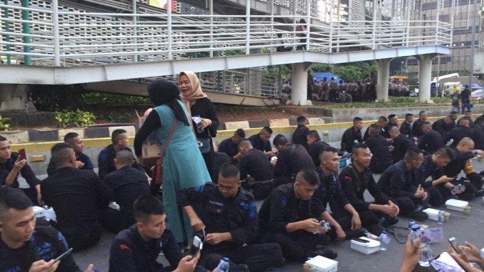 Berbagai Lapisan Elemen Masyarakat Silih Berganti Tunjukkan Dukungannya Kepada TNI-Polri