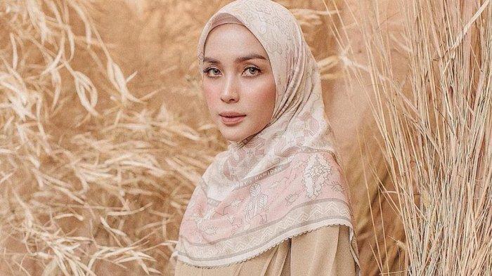 Tampil Gaya dengan Busana Muslim, Padukan Jenis Jilbabmu agar Penampilan Makin Kece