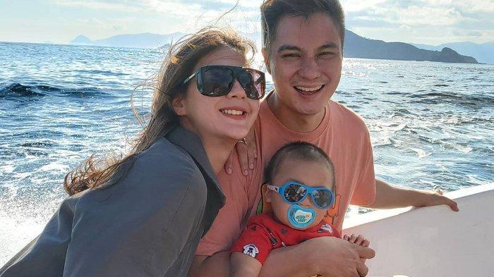 Berlibur ke Labuan Bajo, Paula Verhoeven Nyaris Jatuh saat Gendong Kiano, Seisi Kapal Panik!