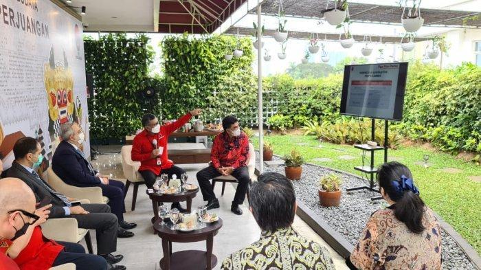 PDIP Hasto Kristiyanto menerima DuJ