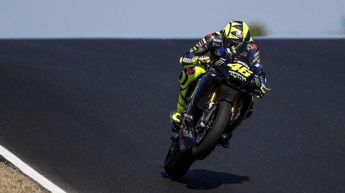 Pebalap Monster Energy Yamaha, Valentino Rossi, saat mencoba Sirkuit Algarve di Portimao, Portugal, 7 Oktober 2020. Sirkuit Algarve akan menjadi tuan rumah seri MotoGP Portugal pada akhir musim ini.