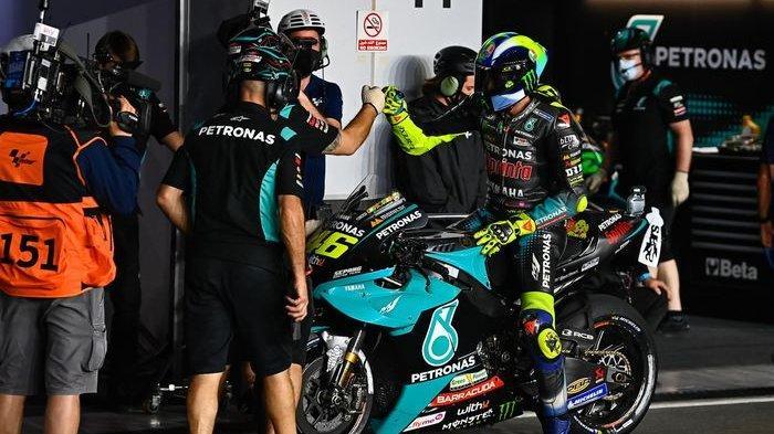Pebalap Petronas Yamaha SRT, Valentino Rossi, pada balapan MotoGP Doha 2021 di Sirkuit Losail.