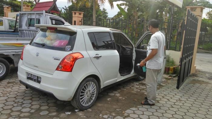 Ditinggal Beli Bunga, Siti Kehilangan Barang Berharga Dalam Mobil