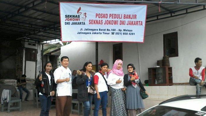 Seknas Jokowi Jabodetabek Serahkan Bantuan Beras dan Mi Instan untuk Warga Kampung Melayu