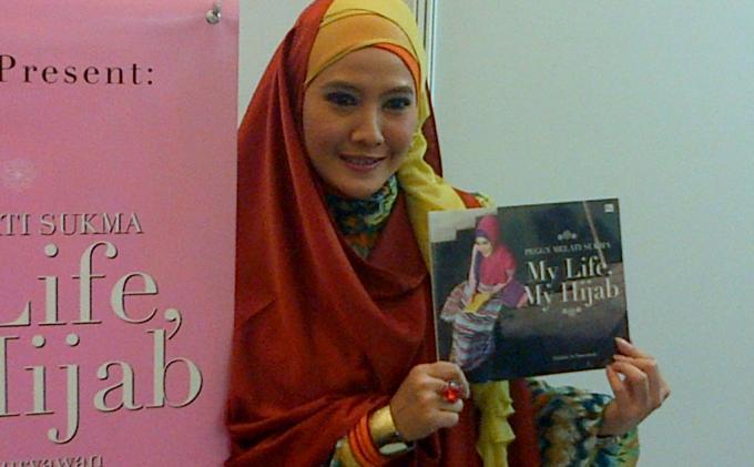 Peggy Melati Sukma Tak Pusing Berjilbab Panjang