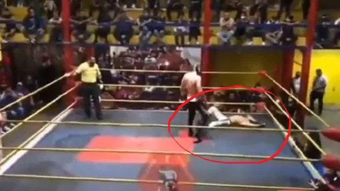 Video Momen Tragis Pegulat Meninggal di Atas Ring, Wasit Sadar Korban Tidak Sedang Berakting
