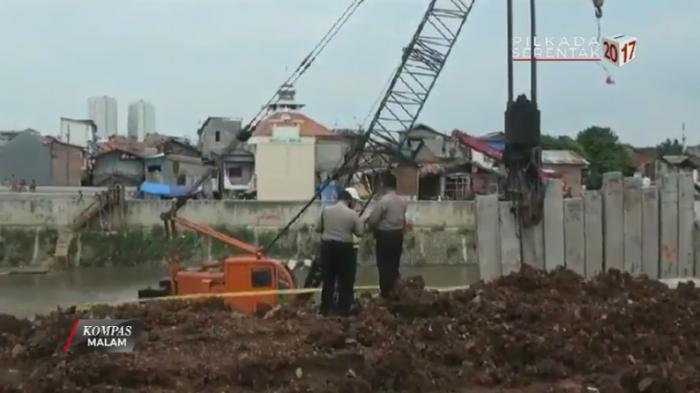 Proyek Kali Ciliwung, Kaki Jaelani Remuk Terhantam Beton