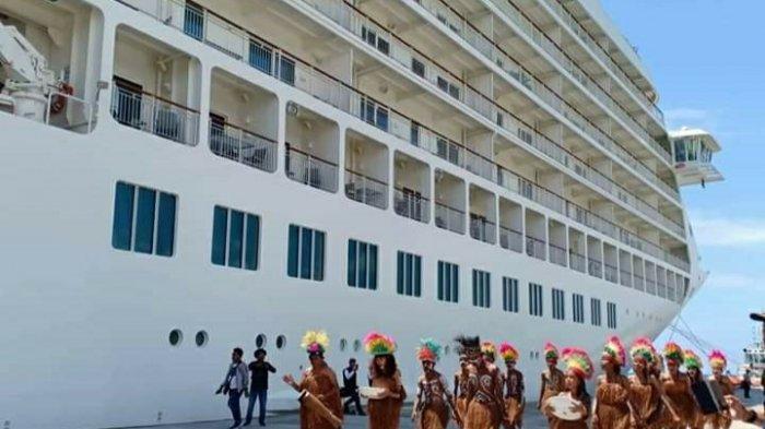 Dukung Wisata Indonesia Timur, Pelabuhan Biak Sambut Kapal Cruise MV. The World