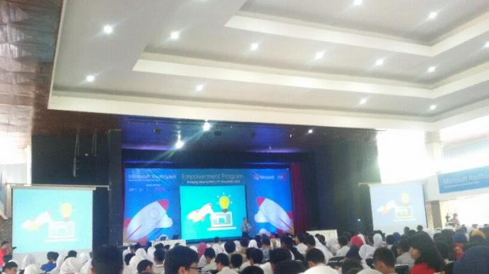 1000 Pelajar di Yogyakarta Belajar Coding Bareng Microsoft