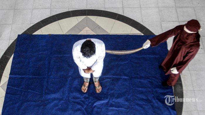 Nasib Pasangan Gay di Aceh Dihukum Cambuk 77 Kali, Nyaris Tumbang di Sabetan ke-20