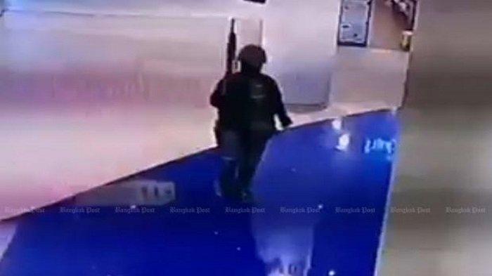 Pelaku penembakan brutal di Thailand terekam kamera CCTV saat beraksi di mal