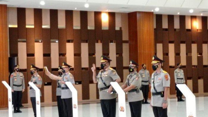 Pelantikan delapan perwira tinggi Polri dalam jabatan baru, di Jakarta, Rabu (24/2/2021).