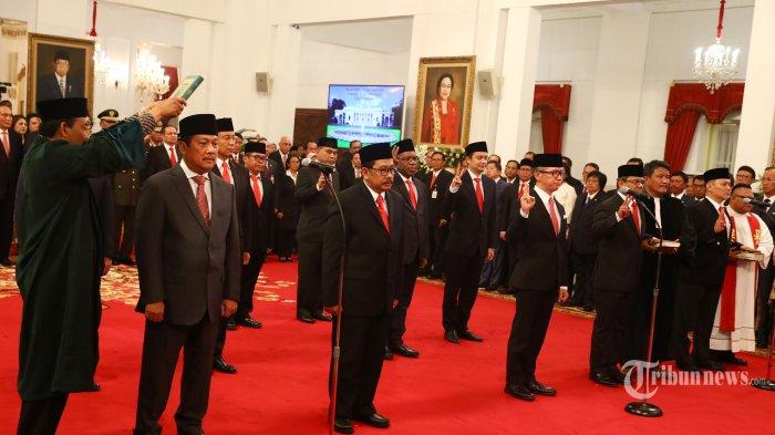 Sejumlah Wakil Menteri disumpah saat acara pelantikan Wakil Menteri Kabinet Indonesia Maju di Istana Negara, Jakarta, Jumat (25/10/2019). Presiden Joko Widodo resmi melantik 12 Wakil Menteri Kabinet Indonesia Maju. TRIBUNNEWS/IRWAN RISMAWAN