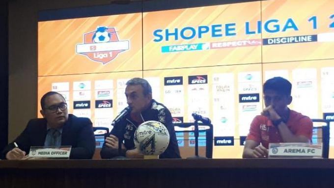 Kata Pelatih Arema FC Soal Persahabatan Aremania dan The Jakmania
