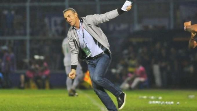 Persib Vs Arema FC: Pelatih Singo Edan Siapkan Kejutan Buat Maung Bandung