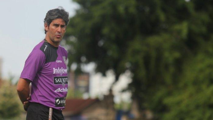 Pelatih Bali United, Stefano Cugurra Teco.