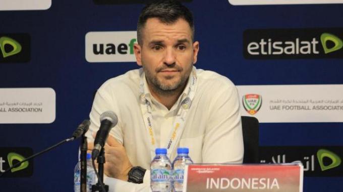 Pelatih Indonesia, Simon McMenemy dalam konferensi pers seusai laga kontra Uni Emirate Arab, Kamis (10/10/2019).