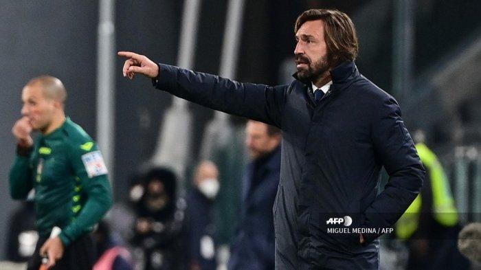 Pelatih Juventus Italia Andrea Pirlo memberikan instruksi selama pertandingan sepak bola Serie A Italia Juventus vs Cagliari pada 21 November 2020 di stadion Juventus di Turin. MIGUEL MEDINA / AFP