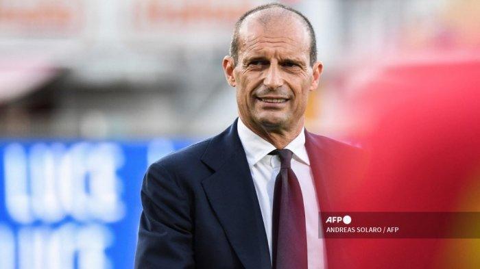Pelatih kepala Juventus Italia Massimiliano Allegri menghadiri pertandingan sepak bola Serie A Italia antara Spezia dan Juventus pada 22 September 2021 di stadion Alberto-Picco di La Spezia.