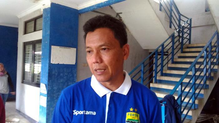 Kiper Persib Bandung Digenjot Latihan Khusus