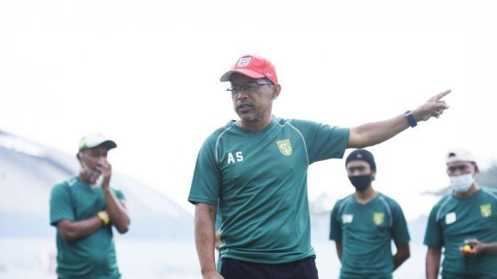 Aji Santoso Lihat Fisik dan Taktikal Pemain Persebaya Surabaya Saat Ujicoba vs Hizbul Wathan FC