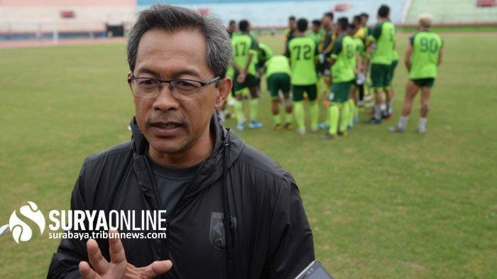 Pelatih Persebaya Surabaya Aji Santoso mengaku kecewa laga penentuan peringkat dua Liga 1 2019 tidak digelar bersamaan.