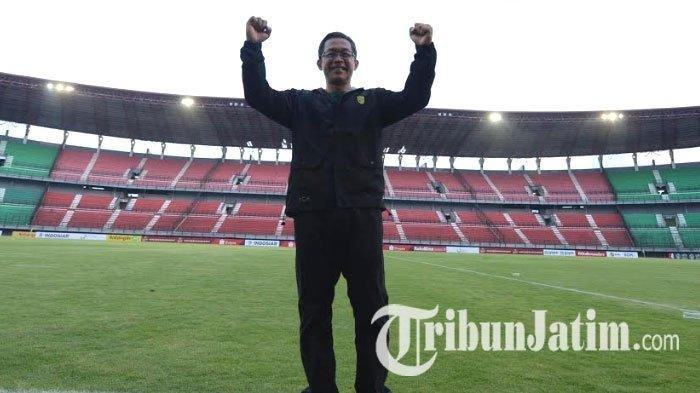 Pelatih Persebaya Surabaya, Aji Santoso, seusai Persebaya Surabaya bantai Bhayangkara FC 4-0 di Stadion Gelora Bung Tomo Surabaya, Minggu (8/12/2019).