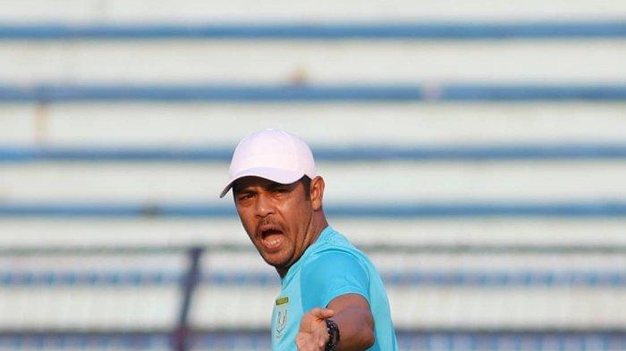 Pelatih Persela Lamongan, Nil Maizar (@perselafc)