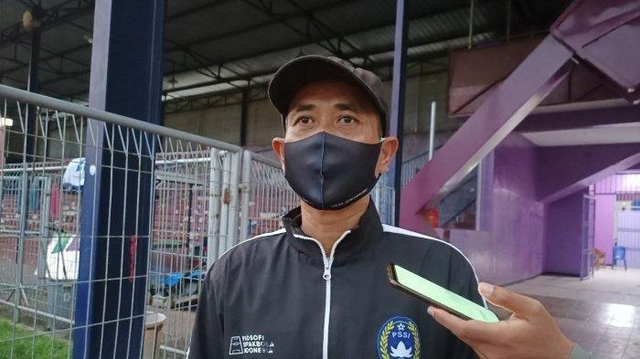 Pelatih Persik Kediri Joko Susilo saat ditemui di Stadion Brawijaya Kediri Kamis (20/5/2021)
