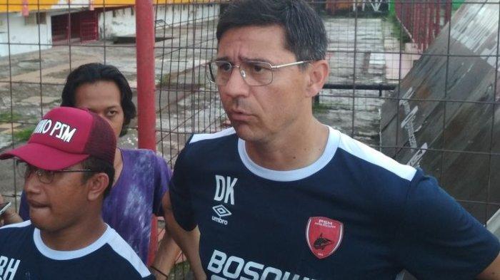 Pelatih PSM Makassar Darije Kalezic saat diwawancara usai latihan di stadion Mattoanging, Makassar, Sulawesi Selatan.